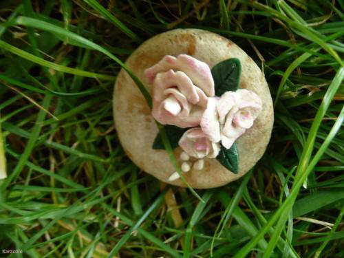 Roses miniatures modelage, terre, galets, peinture, vernis cadeau, message, miniature Home déco, modelage, bois, cadres, fleurs