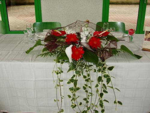 Centre de table art-floral, fleurs, colombes  Home déco, modelage, bois, cadres, fleurs
