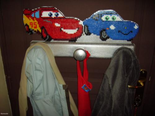 Porte manteau Cars perles-Hama, contre-plaqu, dcoupe, peinture  Home deco, Modeling, Wood, Framing, Flowers