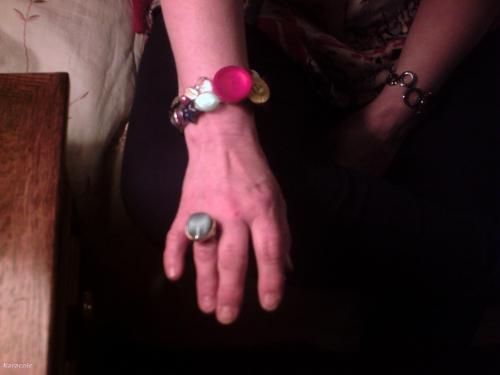 Bracelet boutons boutons, colle, élastique  Mode, bijoux, accessoires