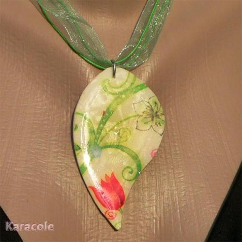 Pendentif fimo printemps au motif floral fimo, pâte-polymère, serviettage pendentif, bijou Mode, bijoux, accessoires