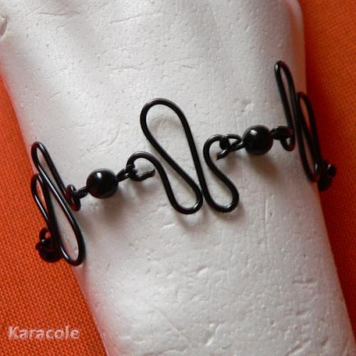 Bracelet en fil de fer noir (zig-zag) et perles nacrée cirées fil-de-fer bracelet, bijou Mode, bijoux, accessoires