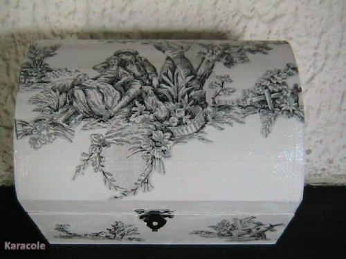 Coffret bijoux d cor tapisserie ancienne bo te bijoux for Decoration boite a bijoux